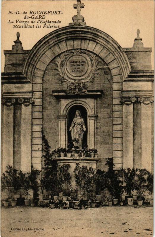 Carte postale ancienne N.-D. de Rochefort du-Gard - La Vierge de l'Esplanade accueillant à Rochefort-du-Gard