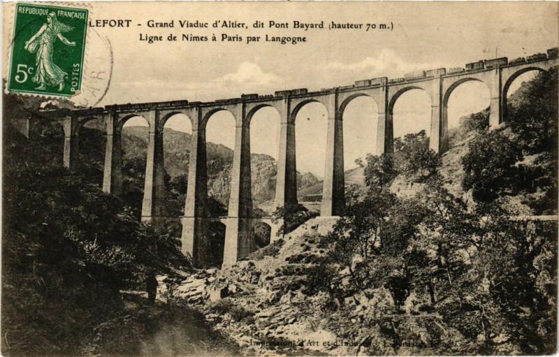 Carte postale ancienne Grand Viaduc d'Altier dit Pont Bayard (haut. 70 m) Ligne de Nimes à Altier