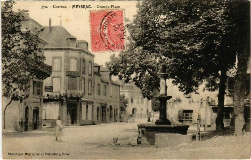 Carte postale ancienne Meyssac - Grande-Place à Meyssac