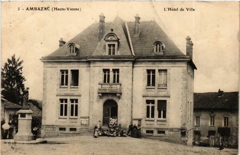 Carte postale ancienne Ambazac L'Hotel de Ville à Ambazac