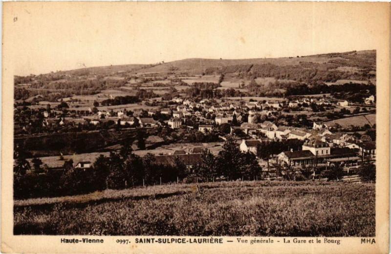 Carte postale ancienne Saint-Sulpice-Lauriere Vue générale - La Gare et le Bourg à Saint-Sulpice-Laurière