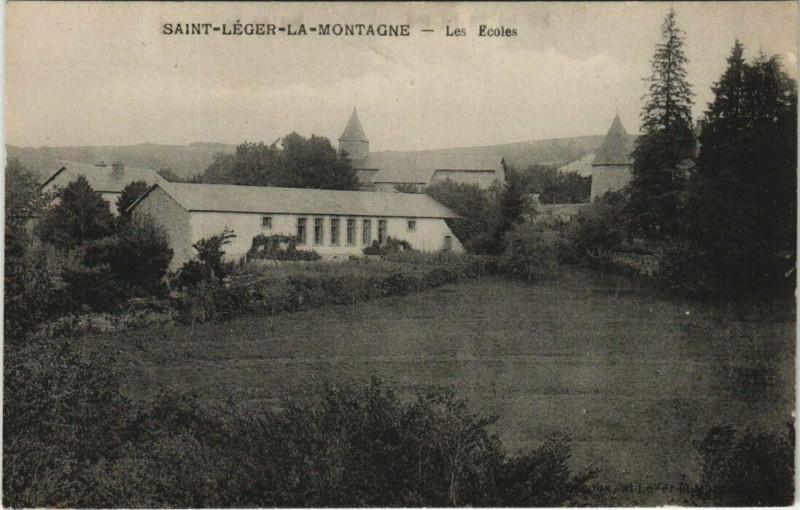 Carte postale ancienne Saint-Leger-La-Montagne - Les Ecoles à Saint-Léger-la-Montagne