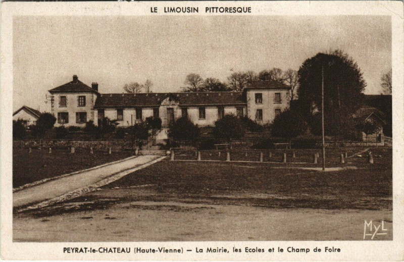 Carte postale ancienne Peyrat-le-Chateau - La Mairie les Ecoles et le Champ de Folre à Peyrat-le-Château