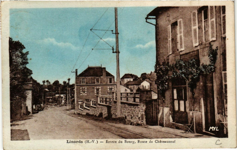 Carte postale ancienne Linards - Entrée du Bourg Route de Chateauneuf à Linards