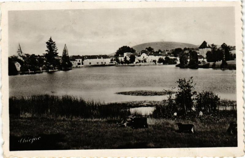 Carte postale ancienne Peyrat-le-Chateau (Haute-Vienne) - L'Etang et le Mont Larron à Peyrat-le-Château