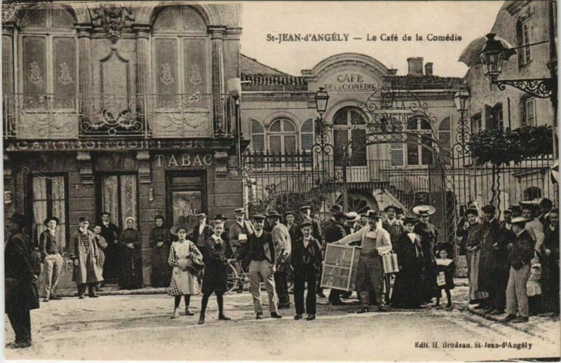 Carte postale ancienne Saint-Jean-d'Angely - Le Café de la Comédie à Saint-Jean-d'Angély
