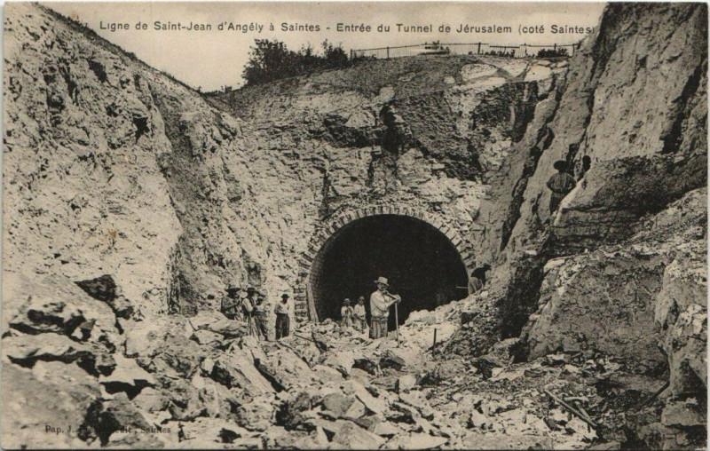Carte postale ancienne Saint-Jean d'Angély - SAINTES; Entrée du Tunnel Jérusalem à Saint-Jean-d'Angély