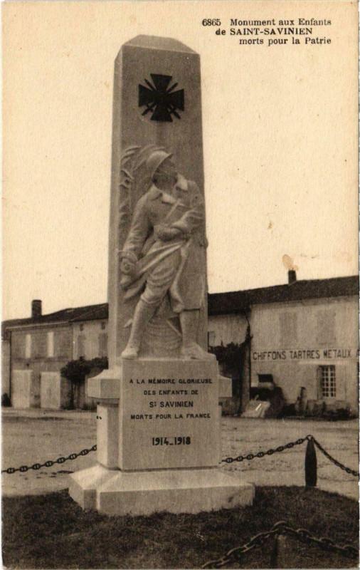 Carte postale ancienne Monuments aux Enfants de Saint-Savinien à Saint-Savinien