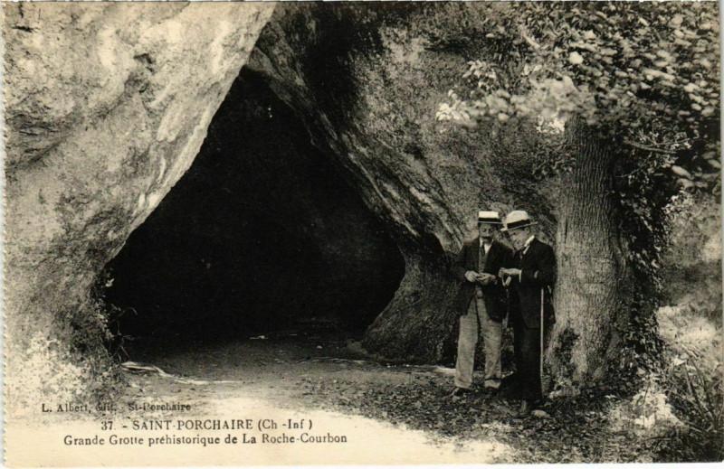 Carte postale ancienne Saint-Porchaire - Grande Grotte prehistorique de la Roche-Courbon à Saint-Porchaire