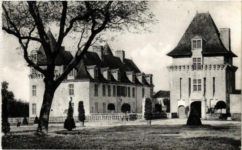 Carte postale ancienne Saint-Porchaire - Le Chateau de La Roche-Courbon - Facade Est à Saint-Porchaire