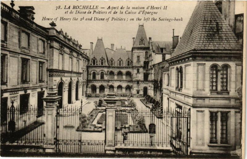 Carte postale ancienne Aspect de la maison d'Henri II et de Diane de Poitiers et de la Caisse d'Epargne à La Rochelle