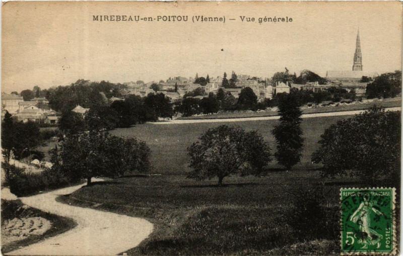 Carte postale ancienne Mirebeau-en-Poitou Vue générale à Mirebeau