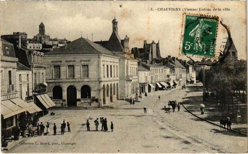 Carte postale ancienne Chauvigny - Entrée de la Ville à Chauvigny