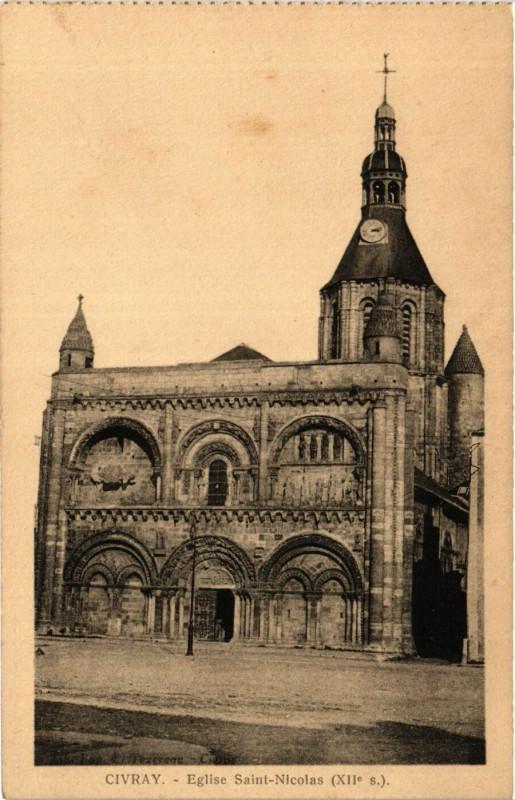 Carte postale ancienne Civray - Portail de l'Eglise Xii siecle à Civray