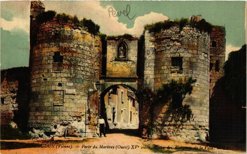 Carte postale ancienne Loudun - Porte du Martray à Loudun