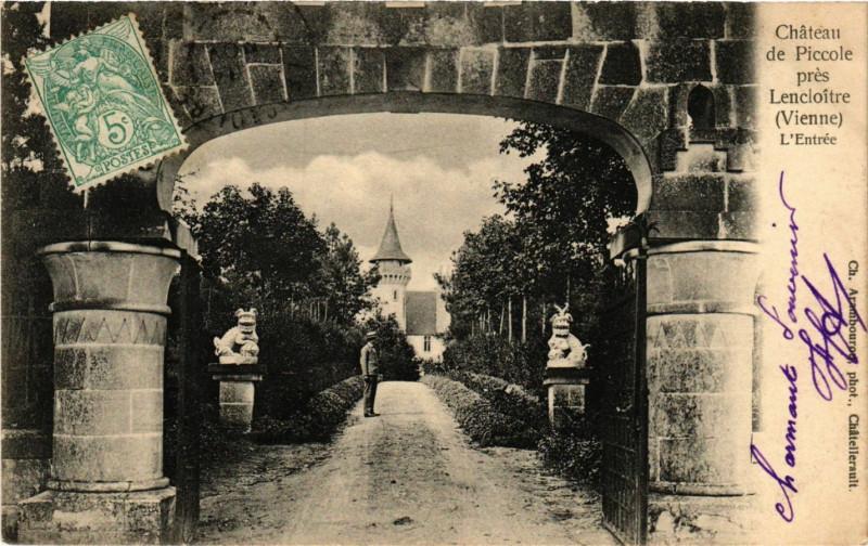 Carte postale ancienne Chateau de Piccole pres Lencloitre à Lencloître