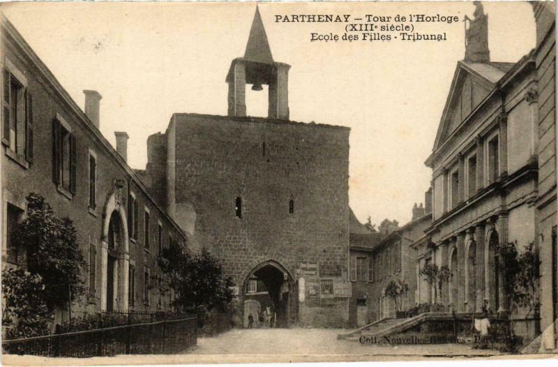 Carte postale ancienne Parthenay - Tour de l'Horloge à Parthenay