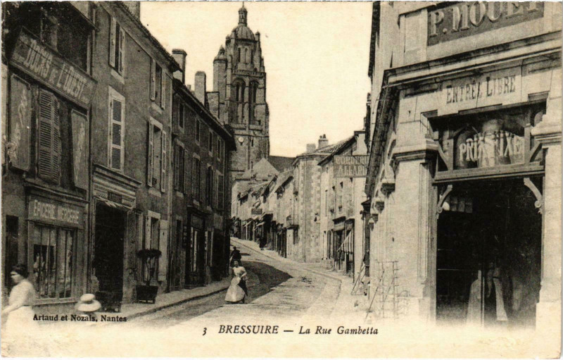 Carte postale ancienne Bressuire - La Rue Gambetta à Bressuire