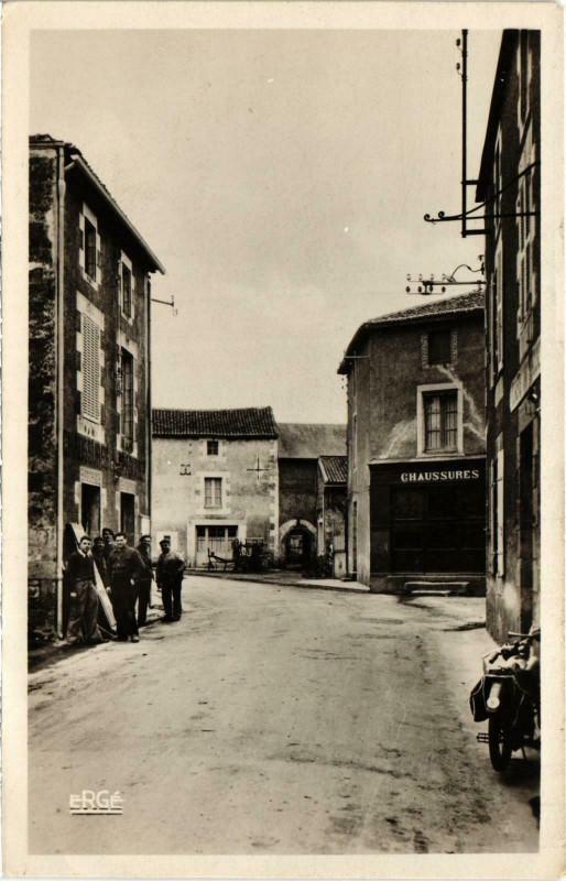 Carte postale ancienne Thenezay - Rue Saint-Honore à Thénezay