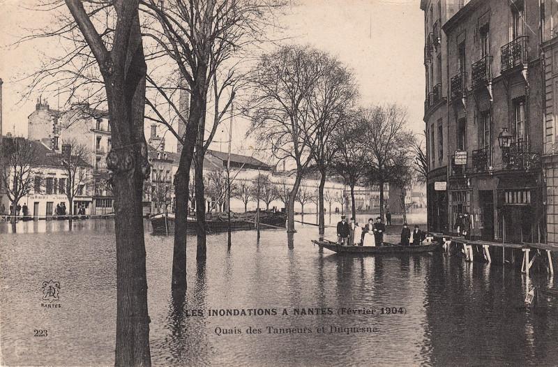 Carte postale ancienne 223. Les Inondations a Nantes (Février 1904). Quais des Tanneurs et Duquesne (February 1904)  à Nantes