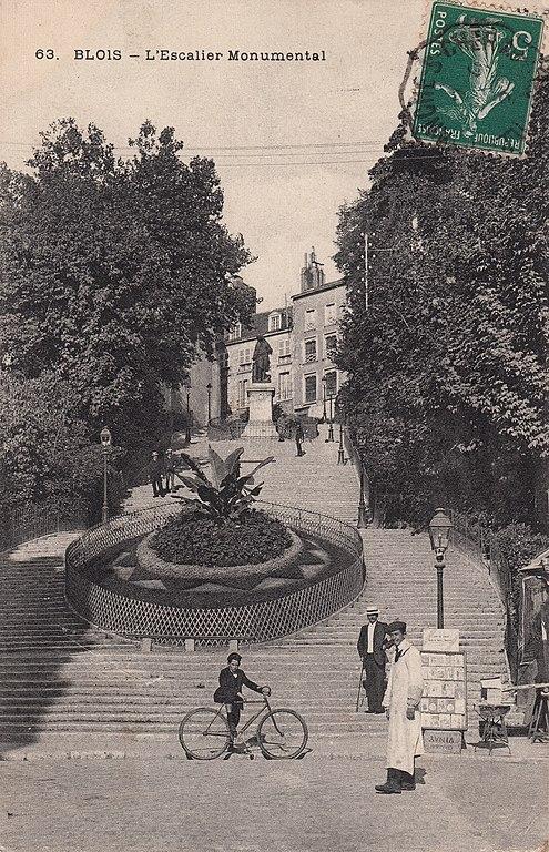 Carte postale ancienne 63. Blois - L'Escalier Monumental (c.1912)  à Blois
