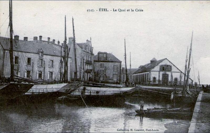 Carte postale ancienne Etel Le quai et la criée à Étel