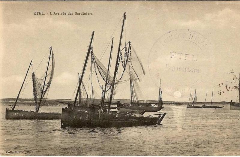 Carte postale ancienne Etel L'arrivée des sardiniers à Étel