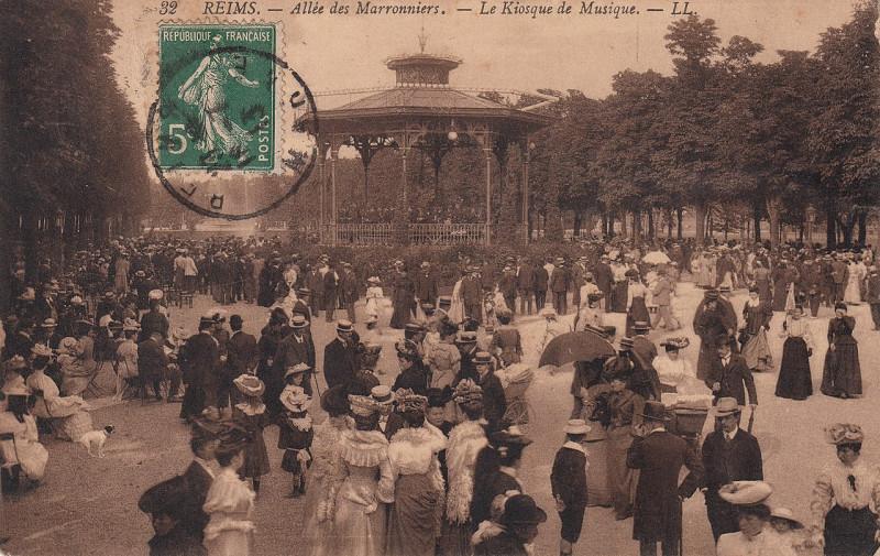 Carte postale ancienne 32. Reims. - Allée des Marronniers. - Le Kiosque de Musique. - Ll (c.1908)  à Reims