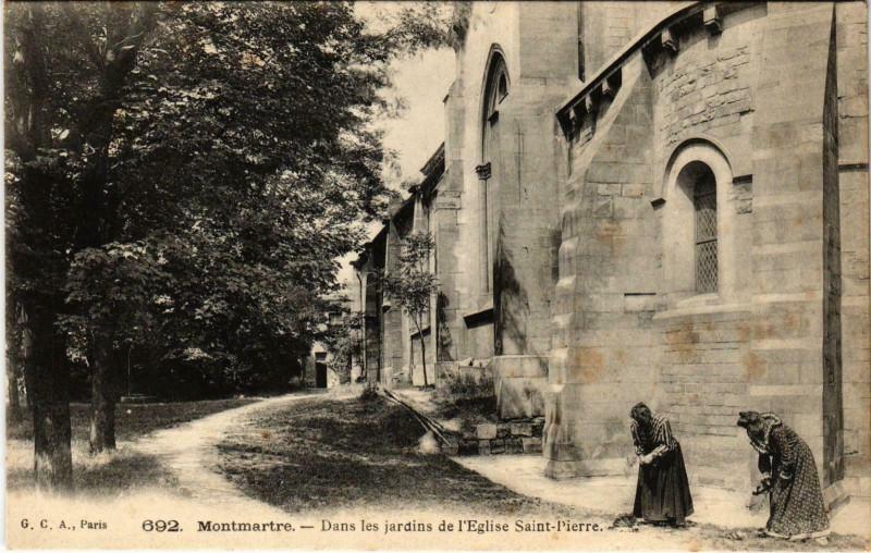 Carte postale ancienne Montmartre - Dans les Jardins de l'Eglise Saint-Pierre à Paris 18e