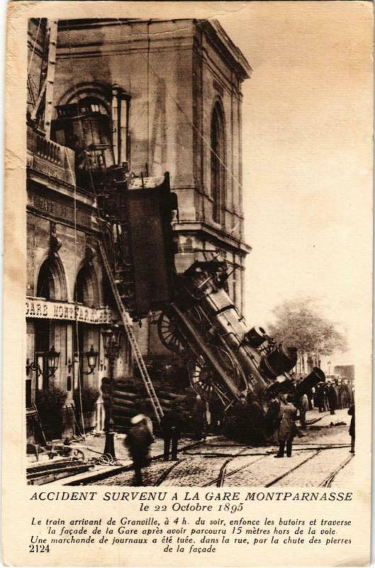Carte postale ancienne Accident survenu à la Gare Montparnasse à Paris 15e