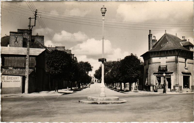Carte postale ancienne La Guerche-de-Bretagne - Avenue Général-Leclerc à La Guerche-de-Bretagne