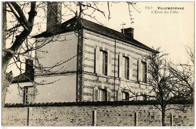 Carte postale ancienne Villemoyenne L'Ecole des Filles à Villemoyenne