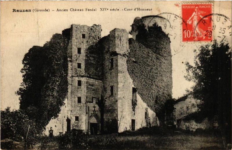 Carte postale ancienne Rauzan - Ancien Chateau Feodal - Xiv s. - Cour d'Honneur à Rauzan