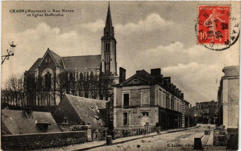 Carte postale ancienne Craon Rue Neuve et Eglise Saint-Nicolas à Craon