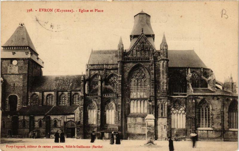 Carte postale ancienne Evron Eglise et Place à Évron