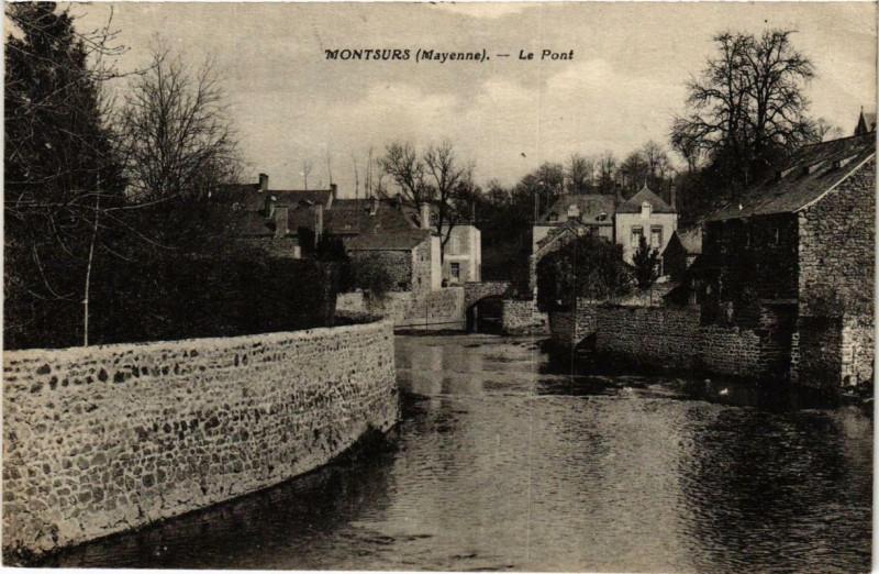 Carte postale ancienne Montsurs Le Pont à Montsûrs