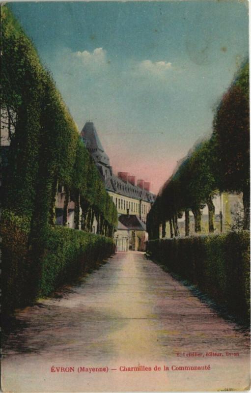 Carte postale ancienne Evron - Charmilles de la Commnaute à Évron