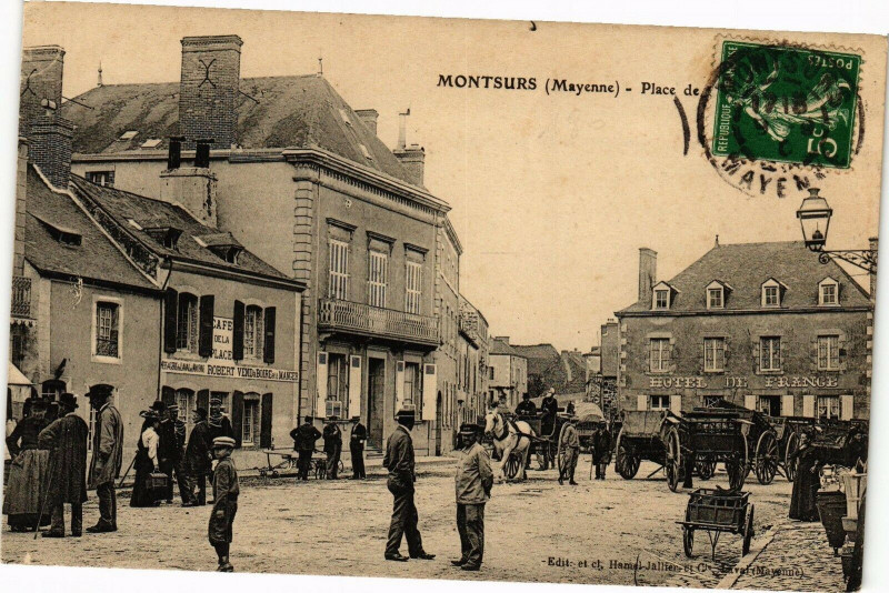 Carte postale ancienne Montsurs - Place à Montsûrs