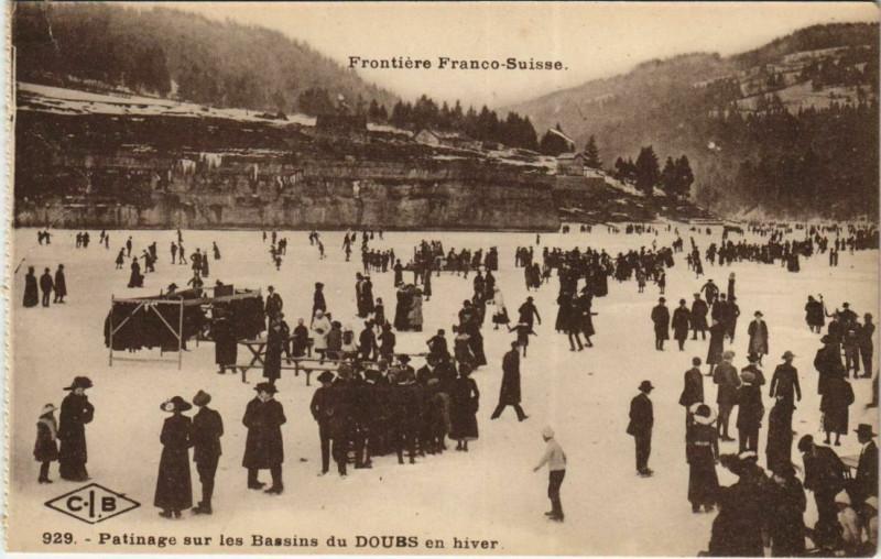 Carte postale ancienne Patinage sur les Bassins du Doubs en hiver à Villers-le-Lac