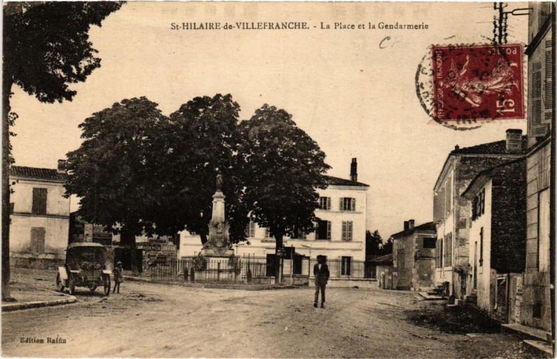 Carte postale ancienne Saint-Hilaire-de-Villefranche La Place et la Gendarmerie à Saint-Hilaire-de-Villefranche