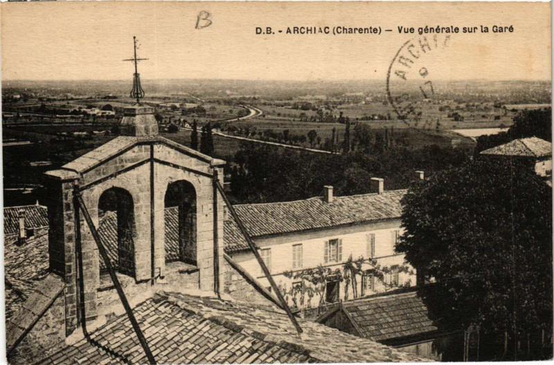 Carte postale ancienne Archiac - Vue générale sur la Gare à Archiac