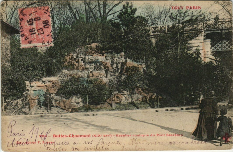 Carte postale ancienne Buttes-Chaumont - Escalier rustique du Pont Secrétan à Paris 19e