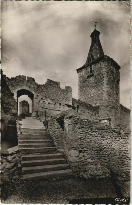 Carte postale ancienne Airvault Entree du Vieux Chateau à Airvault
