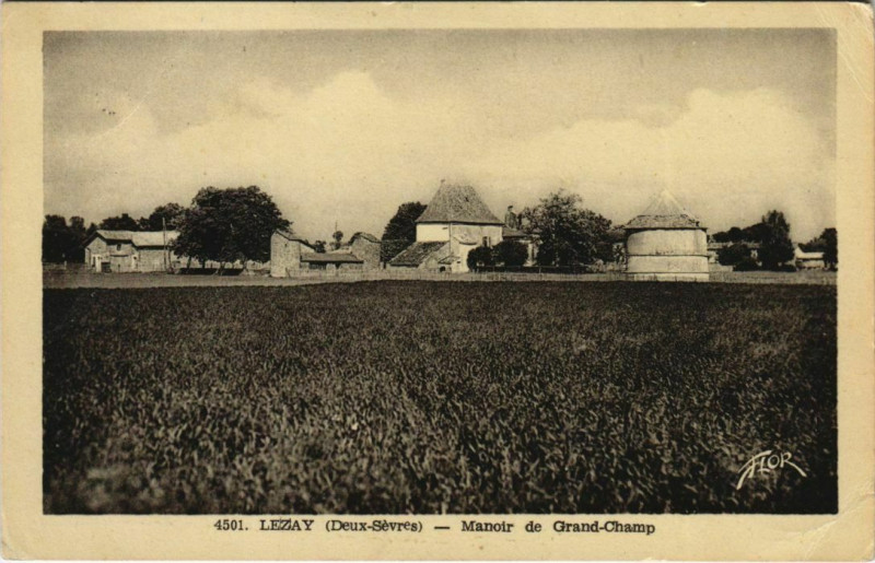 Carte postale ancienne Lezay Manoir de Grand-Champ à Lezay