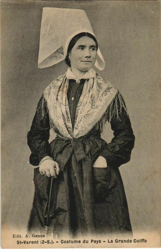 Carte postale ancienne Saint-Varent Costume du Pays - La Grande Coiffe à Saint-Varent