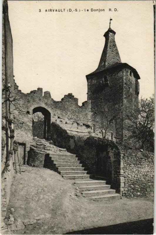 Carte postale ancienne Airvault Le Donjon à Airvault