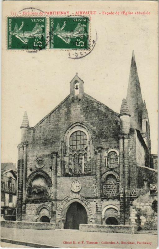 Carte postale ancienne Airvault Facade de l'Eglise Abbatiale - Environs De Parthenay à Airvault