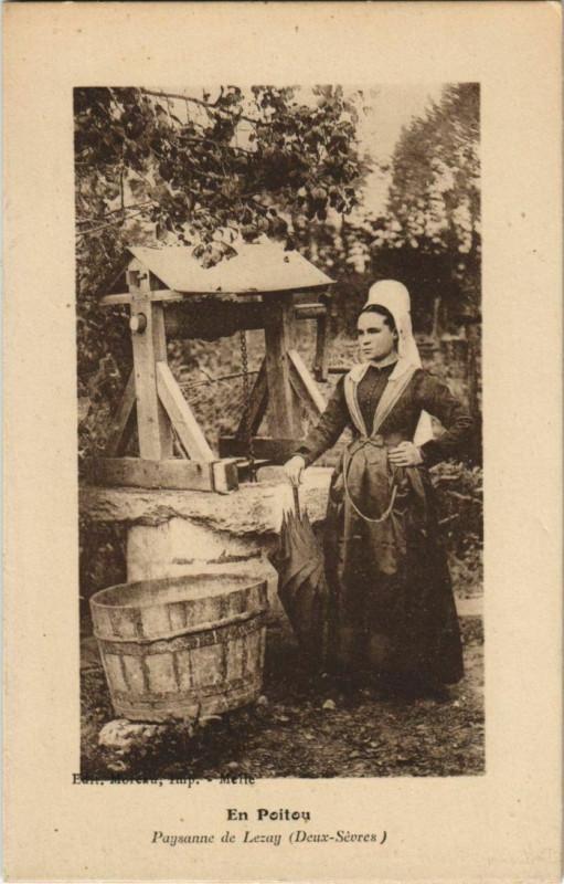 Carte postale ancienne Lezay Paysanne de Lezay - En Poitou à Lezay