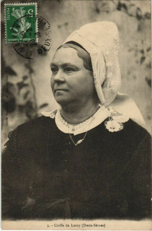 Carte postale ancienne Lezay Coiffe de Lezay - Folklore à Lezay