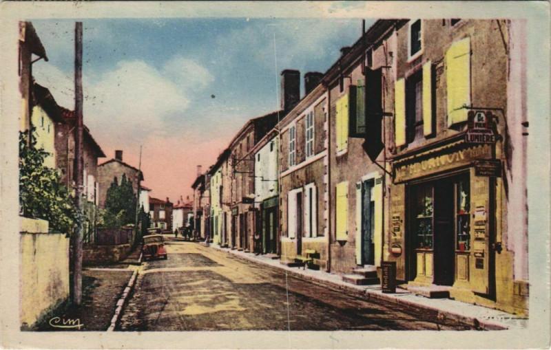 Carte postale ancienne Lezay Rue du Pont de l'Arceau à Lezay